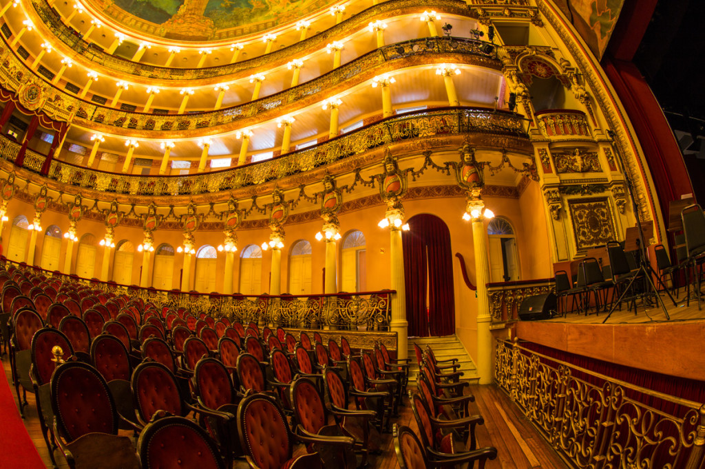 The splendid interior of Teatro Amazonas in Manaus. © Embratur.